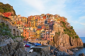 Picturesque village of Manarola Cinque terre, Italy.