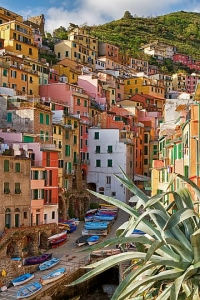 Colourful coastal village Riomaggiore in Cinque terre area, Italy.