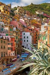 Colourful coastal village Riomaggiore in Cinque terre area, Italy.